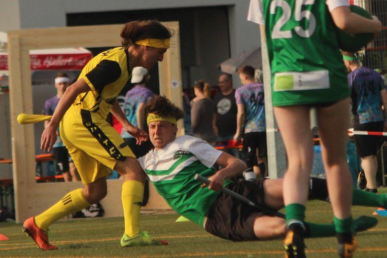 De gele speelster heeft de Gouden Snaai achter zich hangen. Elke ploeg heeft één speler die moet trachten die snaai te pakken. Die ploeg krijgt 30 punten en de vangst betekent ook het einde van de wedstrijd.