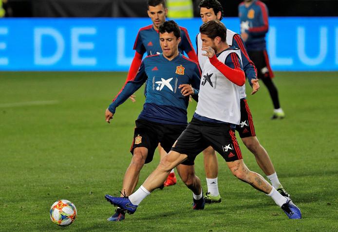 Rodrigo in duel met Sergio Ramos.