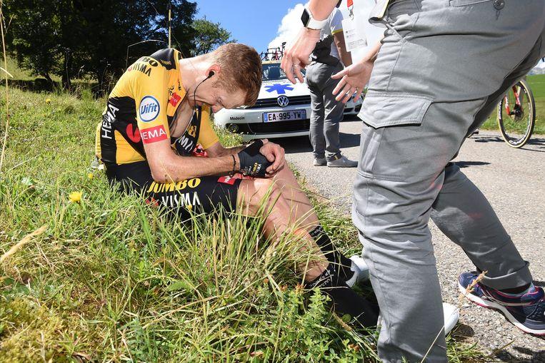 Steven Kruijswijk na zijn val in de Dauphiné Libéré.  Beeld Photo News
