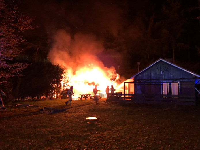 Er is brand uitgebroken in een schuur aan de Soerelseweg in Epe.