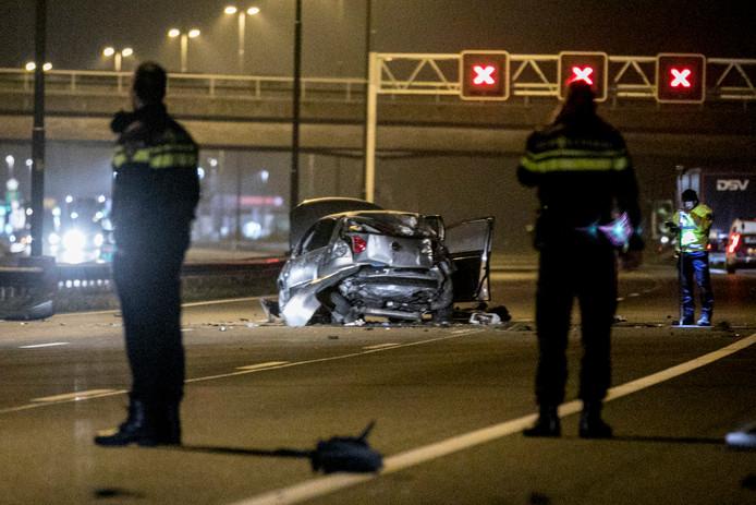 De situatie op de A50 bij Renkum in de nacht van zondag op maandag na het dramatische incident.