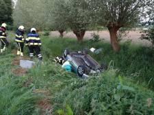 Oudere vrouw belandt met auto op de kop in sloot in Haps