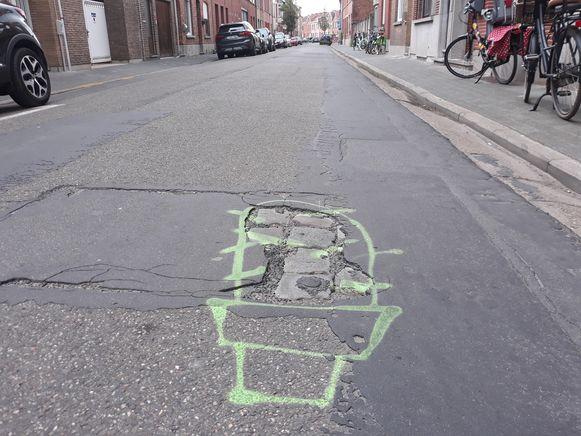 Tekeningen vestigen de aandacht op de slechte staat van de Paardenkerkhofstraat in Mechelen.