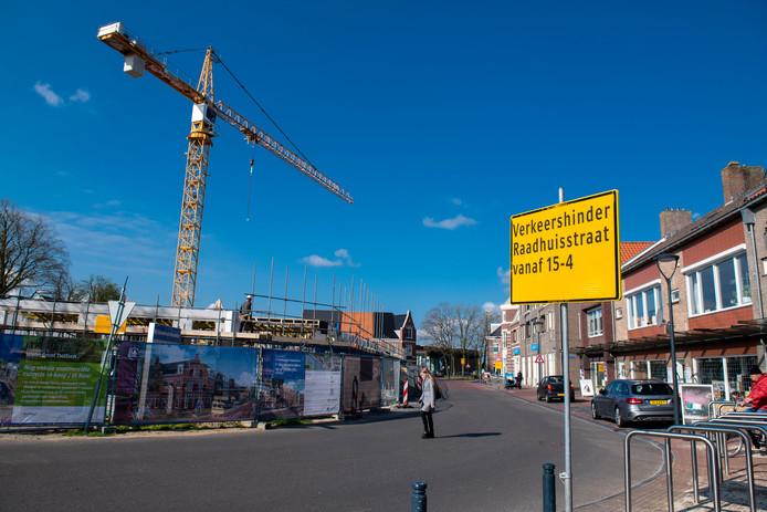 De gebiedsontwikkeling van het Waterfront in Dalfsen brengt de komende maanden verkeershinder met zich mee.
