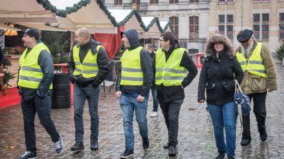 Allesbehalve overrompeling: welgeteld zeven gele hesjes voeren actie aan stadhuis