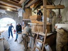 Monnikenmolen in Sint Jansklooster maalt Marknesser tarwe voor Venoos Puur Polder Brood
