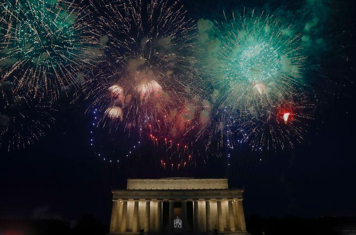 Een beeld van vorig jaar: vuurwerk boven het Lincoln Memorial in Washington, DC.
