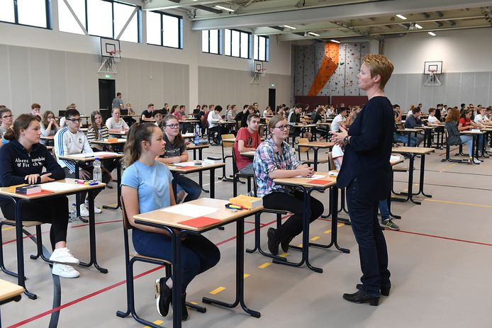 Mei 2018, eindexamens in de grote sporthal van het nieuwe Merletcollege in Cuijk. Toen wel, dit jaar dus niet.