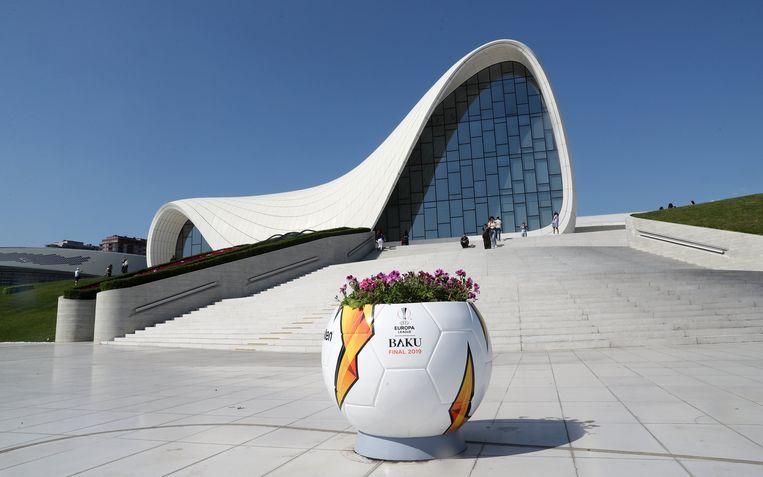 Het Heydar Aliyev Center nabij het Olympisch stadion.