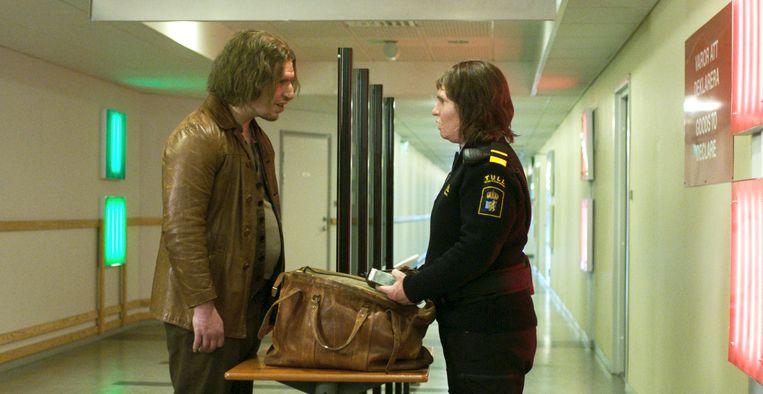 Tina kan als grenswacht in uniform op grote waardering rekenen. Beeld Filmdepot