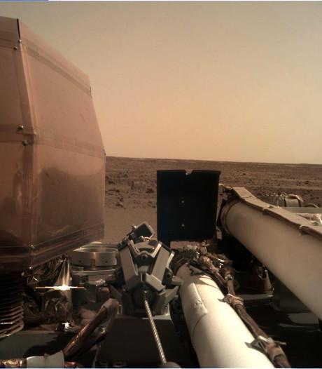 Ruimtesonde InSight stuurt haarscherpe foto van Mars