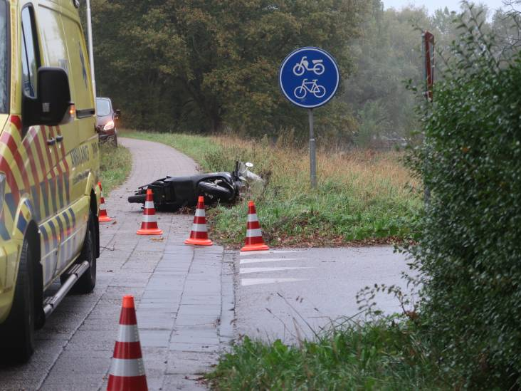 Scooterrijdster gewond na aanrijding in Goirle met auto