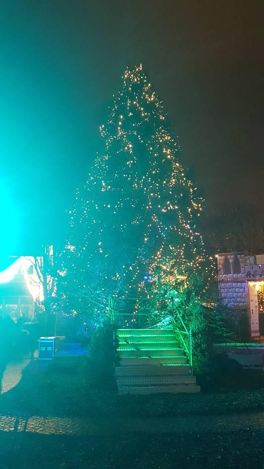 Aan Joris' Kerstboom hangen nog geen kaartjes met wensen