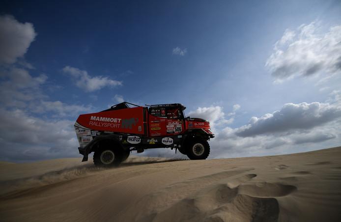 De truck van Martin Van Den Brink tijdens de eerste etappe van de Dakar-rally.