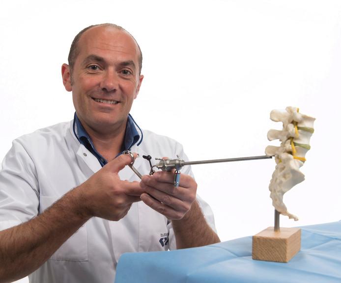 Paul Depauw volgde een speciale opleiding om de nieuwe operatie uit te mogen voeren.