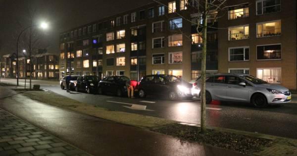 Vijf autos op elkaar bij kettingbotsing op de Enschedesestraat in Hengelo.