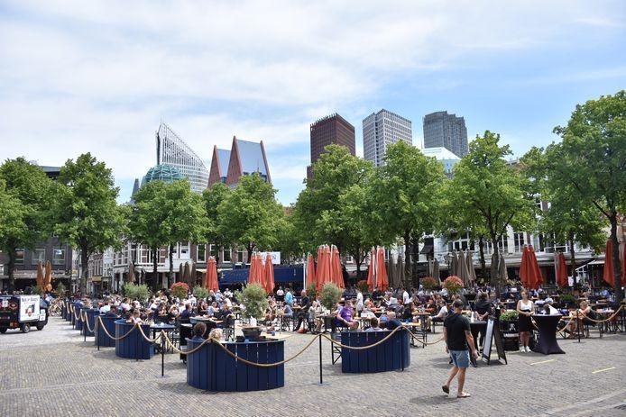 Het Plein in Den Haag wordt al druk bezocht.