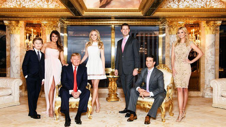 De Trumps, van links naar rechts: Barron Trump, Melania Trump, Donald Trump, Tiffany Trump, Eric Trump, Donald Trump jr., Ivanka Trump. Beeld Peter Yang/HH