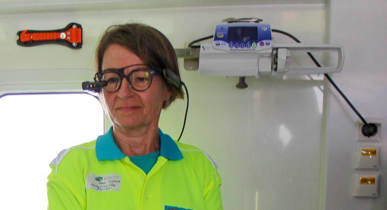 In de ambulance kan het ziekenhuis live meekijken naar een patiënt. Beeld -