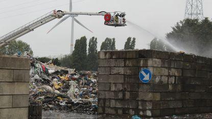Brand bij afvalverwerkingsbedrijf aan Kennedylaan