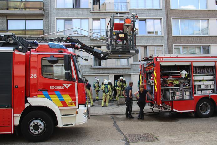 De brandweer werd opgeroepen voor een explosie van een elektriciteitskast in de Joseph Wuytslaan in Deurne