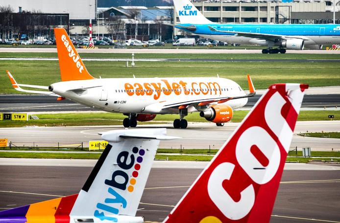 easyJet voelt zich op Schiphol achtergesteld bij thuismaatschappij KLM.