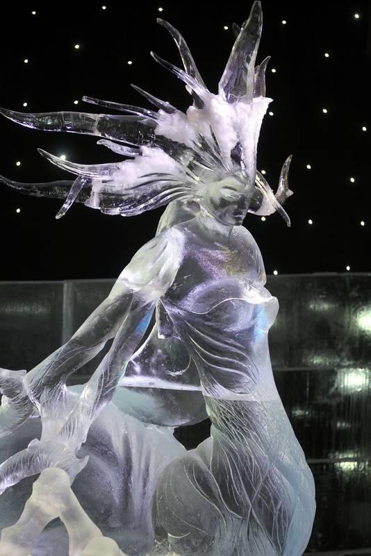 Het ijs voor deze zeemeermin was afkomstig van Hiva, maar de transformatie tot zeemeermin gebeurde door sculpteurs.