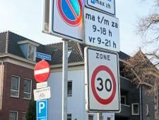 Lochem haalt honderden verkeersborden weg