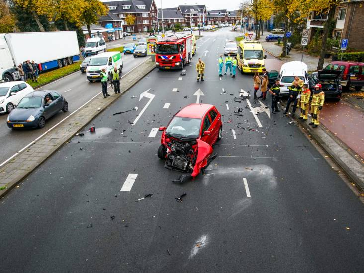 Ravage en verkeerschaos na meerdere botsingen in Eindhoven: 'Wonder dat niemand gewond is geraakt'