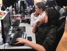 Schieten op alles wat beweegt in de aula van het Radius College tijdens driedaagse LAN-party