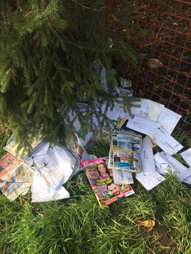 De hoop gedumpte post werd in Wommersom ontdekt.