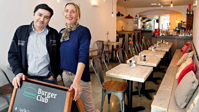 Luis Ruiz en zijn vrouw Nanet Molenaar stonden versteld van de hoge notering. 'Wat een eer om zo hoog in deze lijst te staan.'