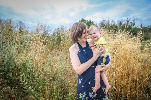 Elke Janssens (35), moeder van de tweejarige en hersenverlamde Senn.