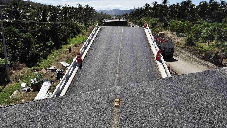 Een vernielde brug in de streek van Tepcan.