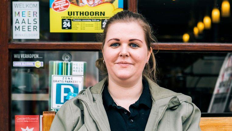 Annemarie Hiemstra voor haar winkel. Beeld Marcel Wogram