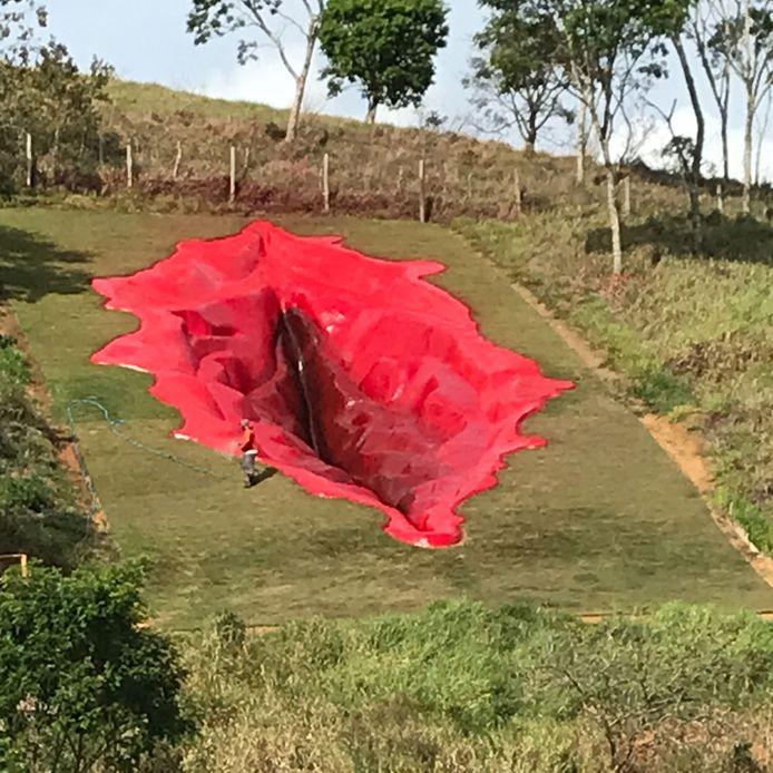 La vulve de l'Juliana Notaria fait 33 mètres de long, 16 de large et 6 de profondeur