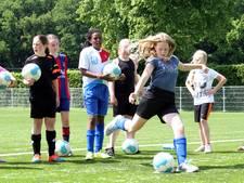 Nijverdalse voetbalclub De Zweef groeit dankzij de meisjes