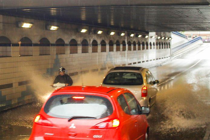 De Krispijntunnel in Dordrecht staat volledig blank.