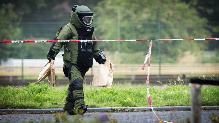 Een medewerker van de Explosieven Opruimingsdienst Beeld ANP
