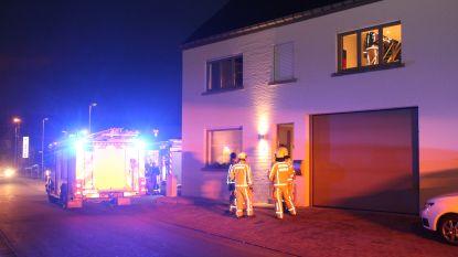 Drie brandweerposten voor schouwbrand in woning naast Delhaize