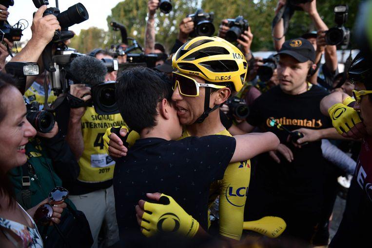 Egan Bernal kort na de finish in Parijs.  Beeld AFP