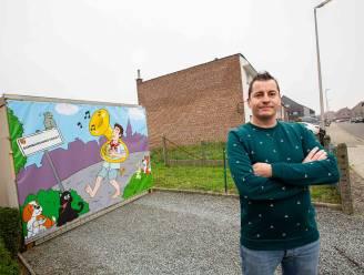 """Bert (37) fleurt Bombardonstraat op met originele tekening: """"Verschillende zaken verwijzen naar zowel de straat als onze gemeente"""""""