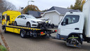 Bij het kampje in Oss werden vrijdagmorgen een Mercedes en een quad weggesleept.
