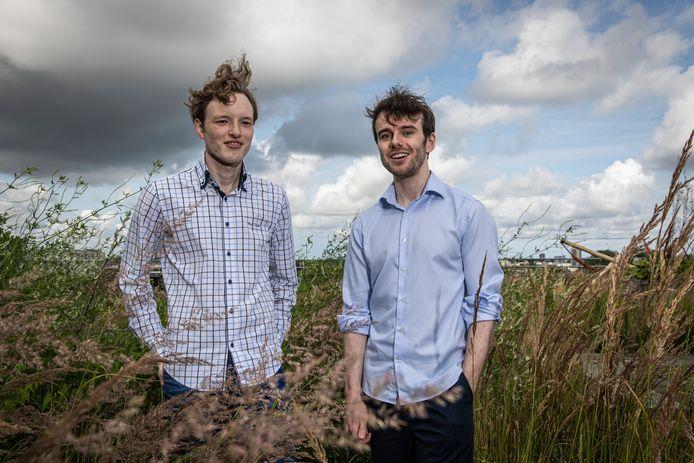 Frank Oostrum (rechts) en Wigger Boelens: jonge ondernemers uit Almelo, procederen namens 17.000 gedupeerden tegen Airbnb.