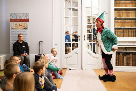 Leerlingen van de Huveneersschool genieten van vleugje 'Kerstmagie' in Kasteel d'Ursel