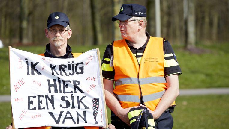 Agenten demonstreren op het malieveld in Den Haag. Beeld anp