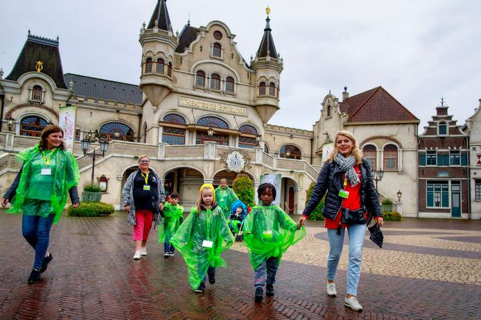 De High Five Foundation ging recent nog met 160 kinderen naar de Efteling.