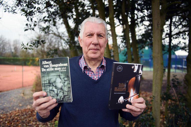 Willy Bogaerts met links het oude boek 'De stille man' en rechts hun remake 'Stille mannen'.