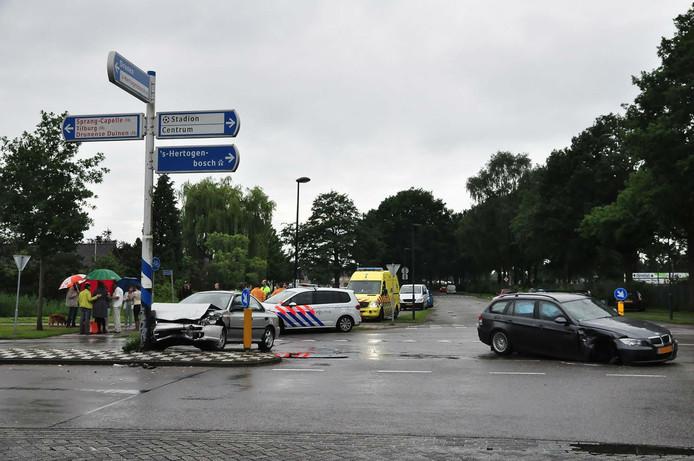 Een van de bestuurders wilde de kruising oversteken maar zag de andere automobilist te laat.