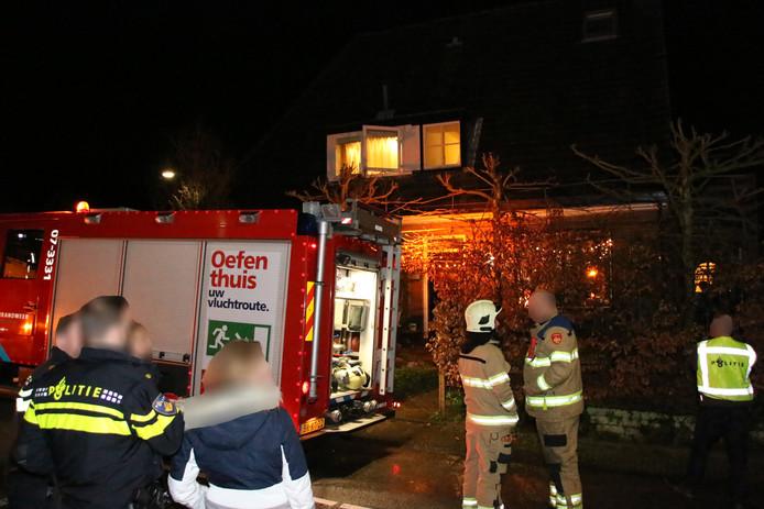 Een bewoner van een woning aan de Veritasweg in Oosterbeek is vrijdagavond gewond geraakt bij een brand.